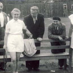 Frau Schelle, Gründungsmitglieder der BSG Stahl Olbernhau, (links) und Frau Ott.
